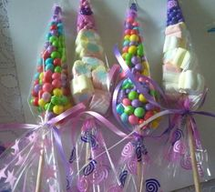 Conos con dulces bombones