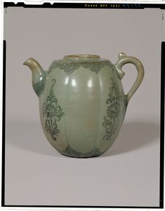 Ewer Melon shape celadon and iron painting Korea, Goryeo dynasty, 12th c National Museum of Tokyo