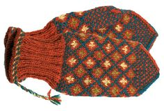 The Finnish ET magazine publishes Finnish county mitts with patterns related to each region's traditions. Nordic Design, Nordic Style, Knitting Socks, Knitted Hats, Knitting Projects, Knitting Patterns, Mittens Pattern, Knit Crochet, Winter Hats