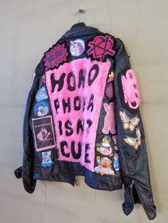 Dark Fashion, Denim Fashion, Fashion Looks, Fashion Outfits, Painted Jeans, Painted Clothes, Custom Clothes, Diy Clothes, Punk Jackets