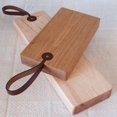 CUTTING BOARDS WITH LEATHER STRAPS