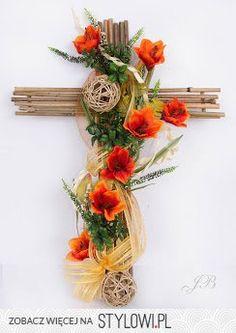 Stylowi.pl - Odkrywaj, kolekcjonuj, kupuj Festival Decorations, Table Decorations, Door Swag, Memorial Flowers, Cemetery Flowers, Grapevine Wreath, Funeral, Grape Vines, Floral Arrangements