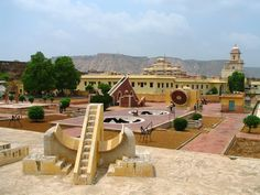 Rajasthan is a land of forts and palaces. Remarkable architecture, royal appeal and majestic structure are the highlights of these forts and palaces of Rajasthan. Let us take you to a journey where you will come across some of the most fascinating Rajasthan forts and palaces