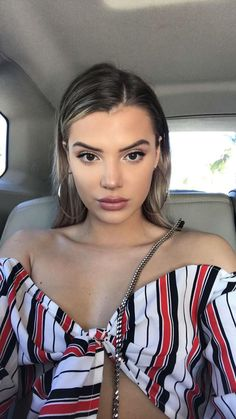 [north] hey I'm Quinn. I'm 17 and a senior. I throw the best parties and I love to smoke weed. I'm into older boys so don't come after me if your my age or younger. Alissa Violet Style, Alissa Violet Outfit, Pretty Makeup, Makeup Looks, Allisa Violet, Most Beautiful Faces, Fashion Photography Inspiration, Fantasy Women, Cute Beauty