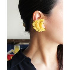 VINTAGE PLASTIC YELLOW FEATHER EARRING/ヴィンテージ・イヤリング