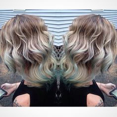 Blonde shadow root blue tips
