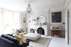 The lounge room is the space where family and friends gather to spend quality time in a home, so it's important for it to be well-designed. So check this cool living room inspiration. Living Room Inspiration, Interior Design Inspiration, Home Decor Inspiration, Elegant Home Decor, Elegant Homes, Home Living Room, Living Spaces, Home Goods Decor, Home Fashion