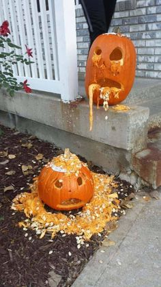 60 Best Pumpkin Carving ideas to make your Halloween 2020 special - Hike n Dip : Pumpkin Carving ideas Do the best Haloween home decoration with the Best Pumpkin Carving ideas. Get the best Ideas for carving your Pumpkin here for Halloween 2019 Halloween Pumpkin Designs, Halloween Tags, Halloween 2019, Holidays Halloween, Scary Halloween Pumpkins, Vintage Halloween, Halloween Party, Halloween Costumes, Pumpkin Designs Carved