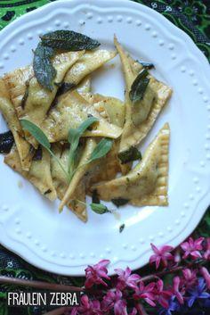 Spargelravioli mit Salbeibutter Tortellini, Ravioli, Pasta, Butter, Fett, Tacos, Bread, Ethnic Recipes, Spring