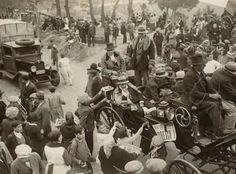 Les colles de Sant Medir a l'Arrebassada. Any 1932. Foto de Sagarra i Torrents.