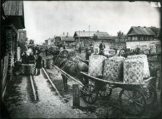 Spoon Market in Semyonov by Maxim Dmitriev, ca. 1900