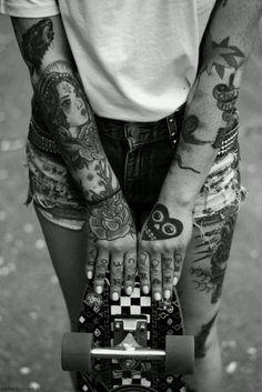 Skate x tatouages : le combo (sexy) gagnant chez les filles !                                                                                                                                                     Plus