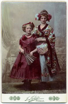 Als die westliche Welt Kimono-Feuer fing // When the West got catched by kimono-passion Vintage Photos Women, Vintage Girls, Art Nouveau, Belle Epoque, Victorian Fancy Dress, Liberty, Tumblr, Vintage Japanese, Japanese Style