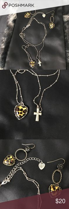 🐆Betsey Johnson Leopard Necklace &Earring Set 🐆 Super cute leopard/gold tone double layered necklace and earring set. Made by Betsy Johnson. Adjustable chain. Pre loved and in great condition. 👌🏼Price is for earring and necklace set. Betsey Johnson Jewelry Necklaces