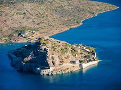 Spinalonga på Kreta er et besøg værd! Se mere på www. No One Loves Me, Verona, Cobalt Blue, In This Moment, World, Water, Travel, Outdoor, Architecture