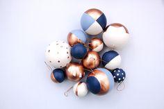 DIY, les boules de Noël aux formes géométriques. diy-géométrique-boule-noel-bleu-madmeoiselle-claudine
