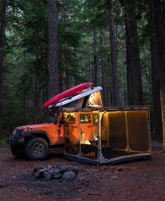 Just Jeep stuff that I like. Jeep Camping, Jeep Wrangler Camping, Camping Survival, Camping Life, Wrangler Jk, Glamping, Orange Jeep, Camping Sauvage, Jimny Suzuki