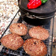 今じっく〜り焼いております よ...よだれが スパークリング呑みながら待ちます✨ - 72件のもぐもぐ - Charcoal-grilled hamburg炭火焼ハンバーグ by chef fubby by honeybunnyb