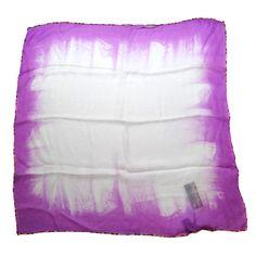 Roberto Cavalli, estupendo foulard fucsia y blanco. Mide 60x60m. Está nuevo, 100% seda by Luxe a Porter  www.luxeaporter.com