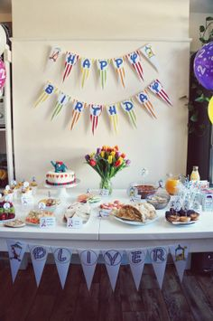 Birthday decorations with cake Circus Birthday, Birthday Cake, Birthday Parties, Birthday Decorations, Table Decorations, Desserts, Inspiration, Food, Anniversary Parties