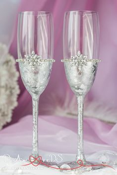 Snowflake champagne flutes winter wedding toasting glasses, silver weding, personalized, bride and groom flutes, christmas glasses, 2pcs Special offer