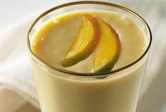 Smoothie met banaan, mango en vanille-ijs
