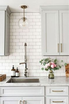 46 Cool Kitchen Design Ideas - There are quite a variety of designs to select for your dining room look. Kitchen design has a portfolio of various attractive dining looks that may b. home decor kitchen 46 Cool Kitchen Design Ideas Home Decor Kitchen, New Kitchen, Kitchen Dining, White Kitchen Decor, Awesome Kitchen, White Kitchen Interior, Kitchen Colors, Rustic Kitchen, Gray And White Kitchen