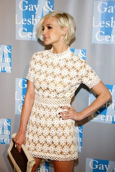 Ashlee Simpson short hair. side view.