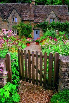 Entrée de cottage, à Bibury, Costwolds, Angleterre