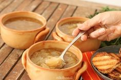 Onion soup - This is the best soup ever and I'm not just saying that. It's really a first class soup. The flavor is amazing - NikiB - Making Food with Love Food To Make, Making Food, Onion Soup, Recipies, Cooking Recipes, Ethnic Recipes, Soups, Kitchen, Recipes