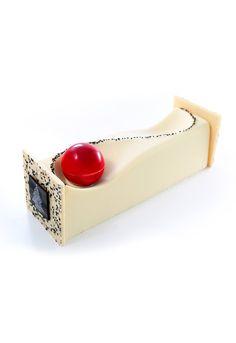 Zen - Biscuit dacquoise au thé vert, pâte sucrée sésame, crème de sésame, crème au chocolat blanc, cognac - Sadaharu Aoki #plating #presentation