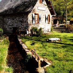 Huisje op het landschap langs de Duitsen wegen