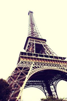 Reminds me of hailee but I also L.O.V.E this it's is every girls dream to go to Paris duh