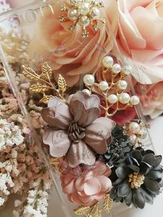 HANDMADE PHONE CASE diy Elegant flowers phone case pearls Diy Phone Case, Phone Cases, Elegant Flowers, Christmas Wreaths, Floral Wreath, Pearls, Holiday Decor, Handmade, Accessories