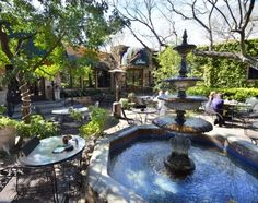 Courtyard dining at Palmers Restaurant | San Marcos Texas Convention and Visitor Bureau