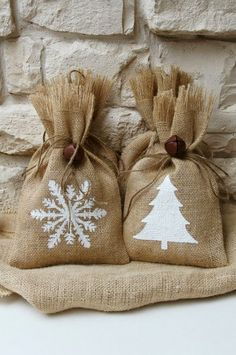 Burlap Gift Bags Snowflake and Christmas Tree by FourRDesigns All I Want For Christmas, Christmas Fun, Christmas Decorations, All Things Christmas, Christmas Gift Bags, Christmas Wrapping, Burlap Crafts, Holiday Crafts, Burlap Gift Bags