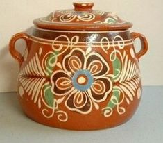 #artesaniasMexicanas Modern Spanish Decor, Spanish Style Decor, Mexican Artwork, Mexican Folk Art, Mexican Artists, Mexican Style, Bean Pot, Mexican Home Decor, Mexican Crafts