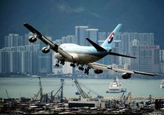 Korean Air 747 approaches Kai Tak.