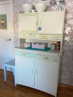 Emännänkaappi Shabby Chic, Kitchen Cabinets, Vanity, Cottage, Furniture, Home Decor, Dressing Tables, Powder Room, Decoration Home