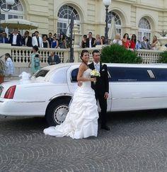 L'#abito da #sposa scelto da Elisa è classico nel tessuto (pizzo e taffetà) e particolare nel modello. #unasposatirapani #weddingday #tirapani #madeinitaly #sposavera