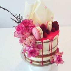 OOO-LA-LA!! - SUCH AN EXTRAVAGANT LOOKING CAKE!!