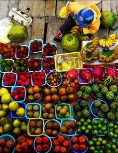 Fruits sales in Vietnam street.