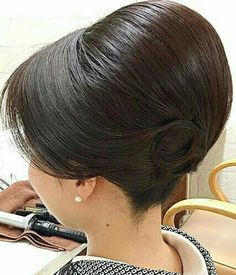 1950s Hairstyles, Modern Hairstyles, Bun Hairstyles, Wedding Hairstyles, French Roll Hairstyle, Hair Upstyles, Bouffant Hair, Big Hair, Hair Dos