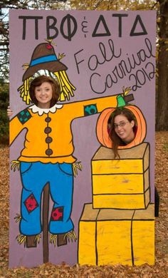 Fall themed face cut out board for pictures. Fall Carnival, School Carnival, Halloween Carnival, Fall Halloween, Halloween Party, Carnival Ideas, Fall Photo Booth, Photo Props, Harvest Party
