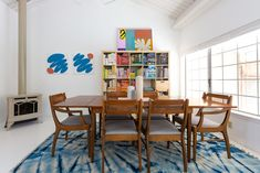 rainbow books Aspen House, Ikea Expedit, Vintage Table, Concrete Floors, Modern House Design, Floor Rugs, Table And Chairs, Modern Interior, My House