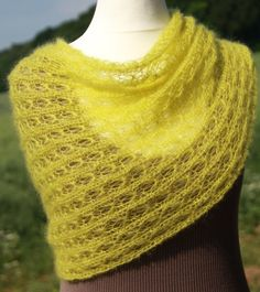 Shawl, wrap, lace, yellow lime, mohair / silk, knitted by LOVELYinWOOL on etsy, € 59,90,-  Strickstola Schal Schultertuch KidMohair / Seide von LOVELYinWOOL bei Etsy, € 59.90,-