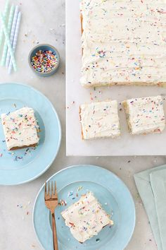 Sugar and Charm recipe for an easy and delicious homemade funfetti sheet cake using sprinkles. Topped with a perfect buttercream frosting! inspiration Homemade Funfetti Sprinkle Sheet Cake - Sugar and Charm Mini Desserts, Easy Birthday Desserts, Delicious Desserts, Yummy Food, Cake Birthday, Apple Desserts, Sheet Cake Recipes, Frosting Recipes, Buttercream Frosting
