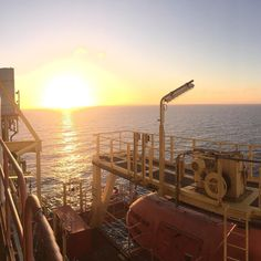 The oilfied sunset 200 km offshore  #oilfield #offshore #oilandgas #offshorelife #rahimiatwork #sunset #view by rahimihadzri