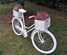Znalezione obrazy dla zapytania rower w ogrodzie