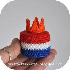 Koninklijk Petit Four Haaknaald nr.2 , Catania 201 konings blauw,, 106 wit, 115 brandweer rood, 189 oranje, klosje naaigaren waar 200m...